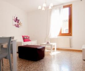 Sestiere di Dorsoduro Apartment Sleeps 7 T248527