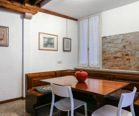 GuestFriendly Q04 - Old Market Apartment