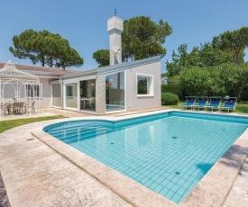 Three-Bedroom Holiday Home in Albarella