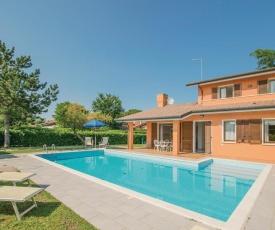 Three-Bedroom Holiday Home in Albarella RO