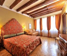 Caerano di San Marco Apartment Sleeps 11 Air Con