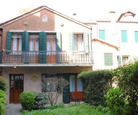 Caerano di San Marco Apartment Sleeps 4 Air Con