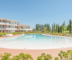 Amazing apartment in Jesolo w/ Outdoor swimming pool and 2 Bedrooms