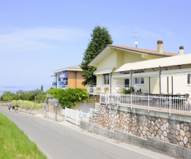 Quaint Holiday Home in Lazise with Lake nearby